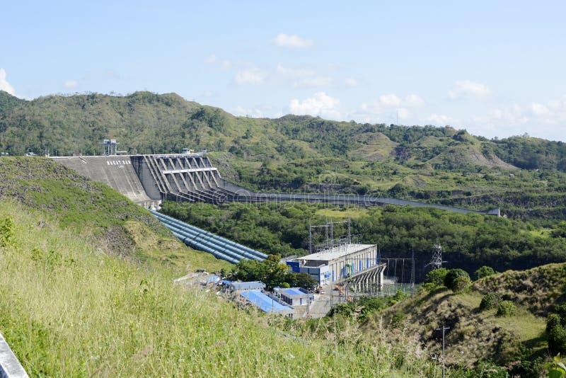 Centrale elettrica diga elettrica del fiume di Magat di idro in Ifugao montagnoso fotografie stock libere da diritti