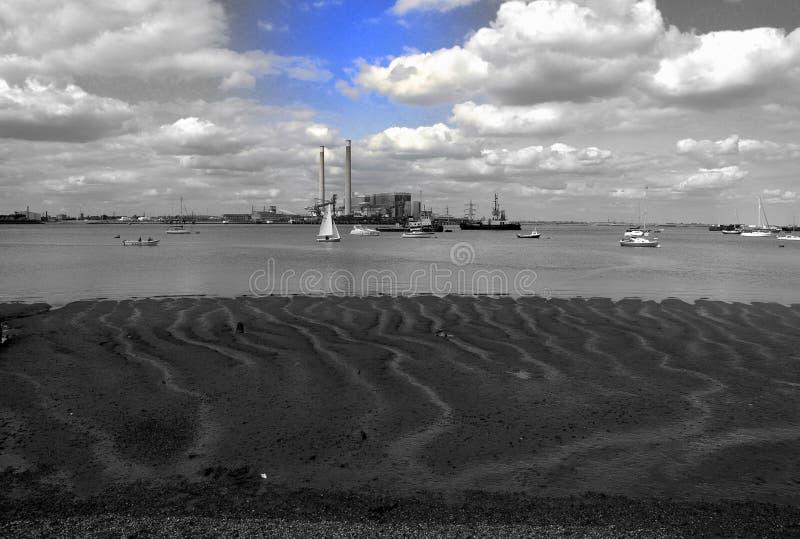 Centrale elettrica e barche a vela di Chatham fotografia stock libera da diritti