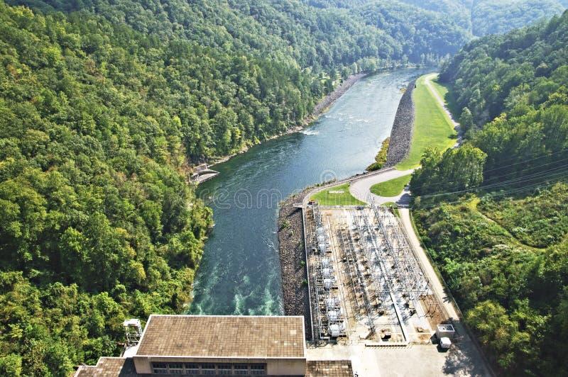 Centrale elettrica e fiume immagine stock libera da diritti
