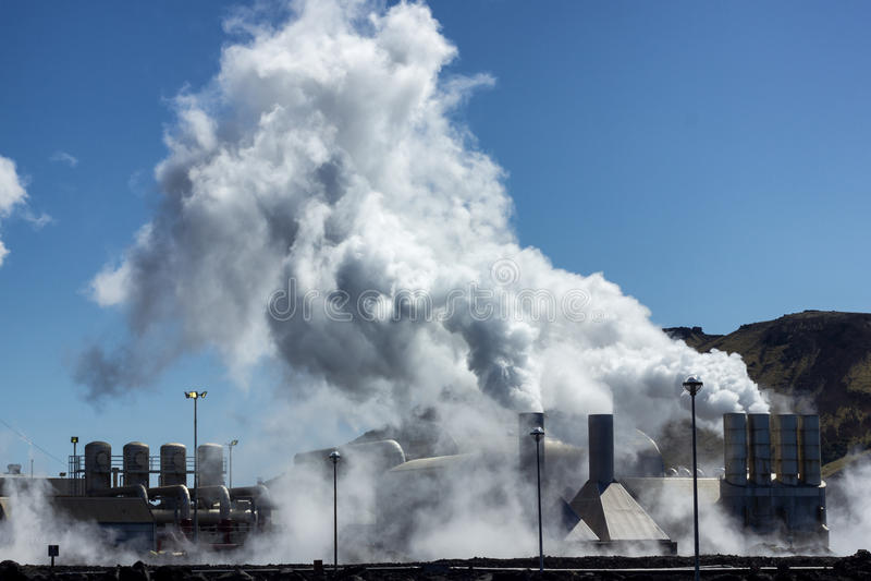 Centrale elettrica geotermica fotografie stock libere da diritti