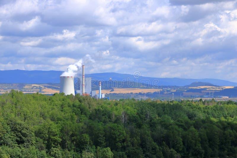 Centrale elettrica infornata carbone in Ledvice, repubblica Ceca fotografia stock