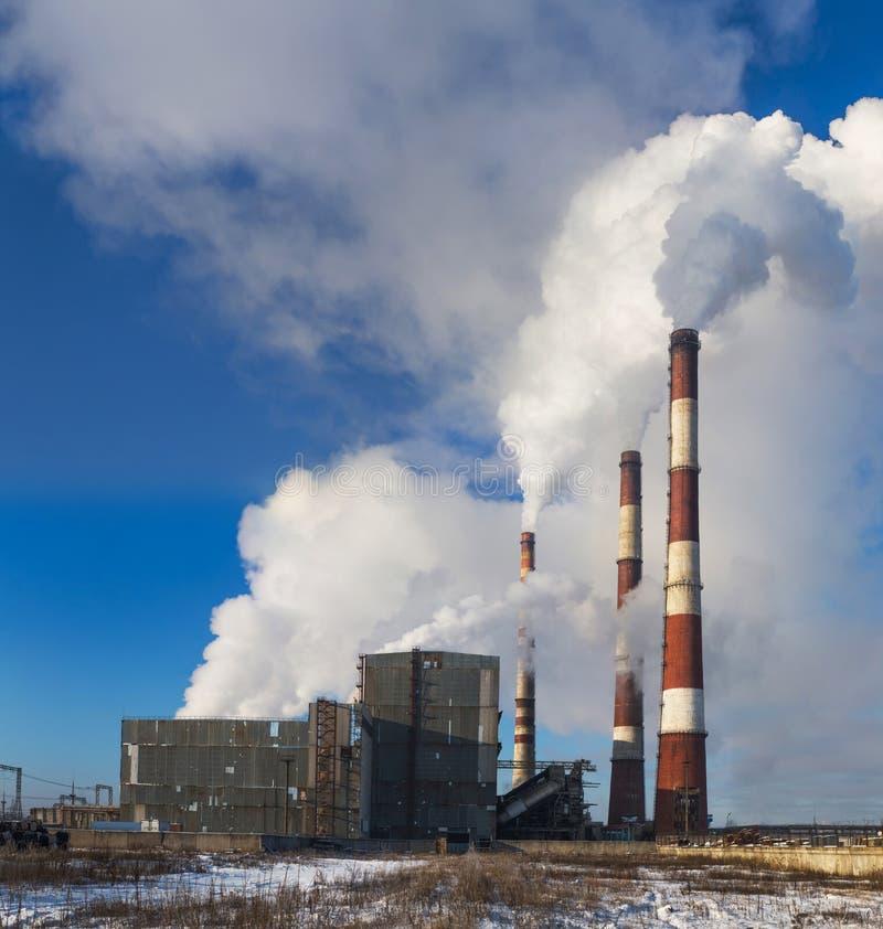 Centrale elettrica nell'inverno fotografia stock