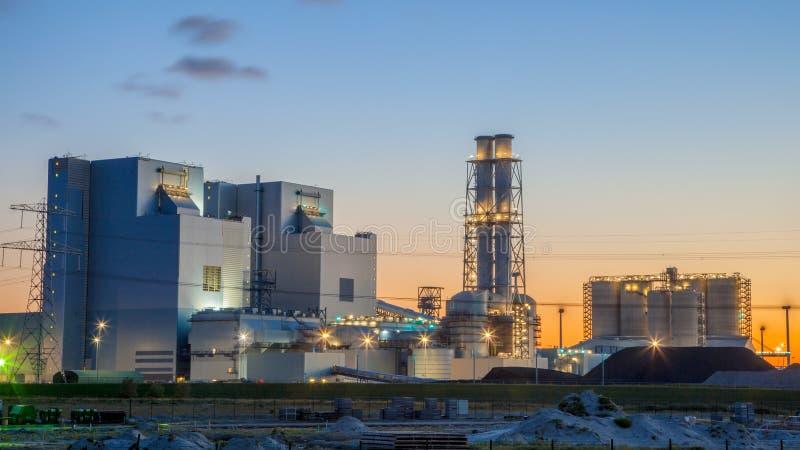 Centrale elettrica nuovissima del carbone fotografia stock