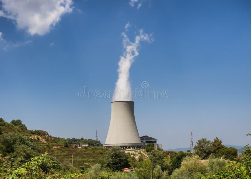 Centrale géothermique dans Sasso Pisano, Toscane photos libres de droits