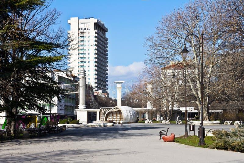 Centrale ingang van de Overzeese Tuin in Varna royalty-vrije stock foto