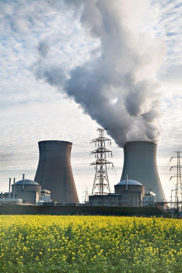 Centrale nucleare fotografie stock libere da diritti