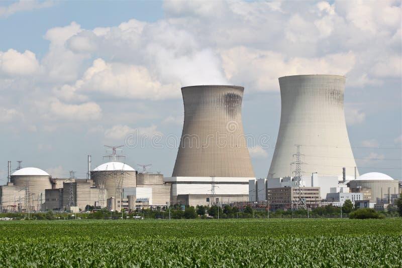 Centrale nucleare vicino ad Anversa immagini stock