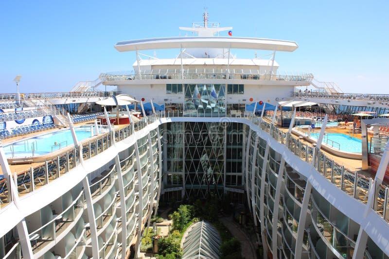 Download Centrale ParkOase Aan Boord Van Het Overzees Redactionele Stock Foto - Afbeelding bestaande uit cruise, vermaak: 22730603