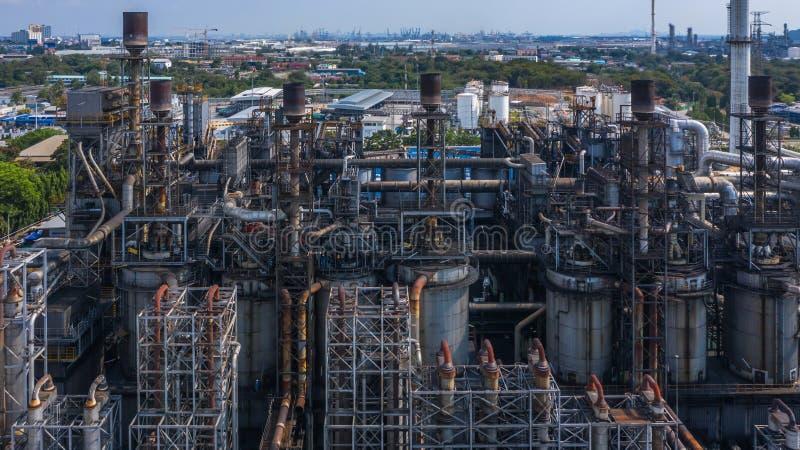 Centrale petrolchimica di vista aerea, fabbrica della raffineria di petrolio fotografie stock