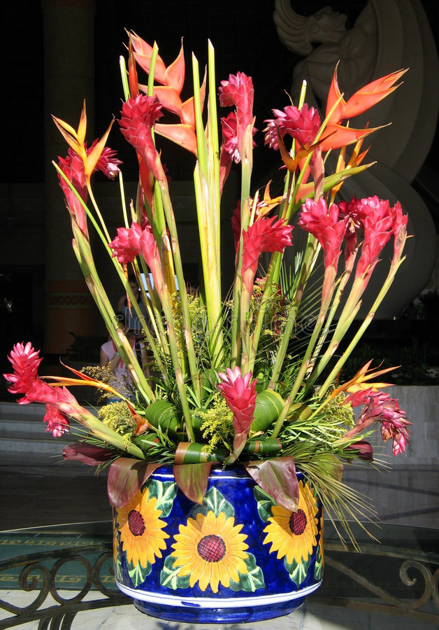 Download Centrale rouge image stock. Image du mexico, vase, rouge - 60149