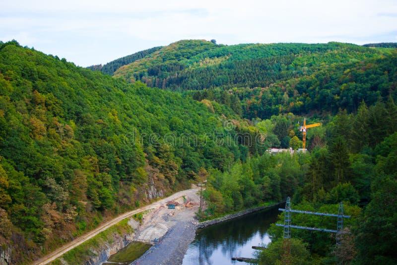 Centrale sûre de rzece de Na de Zapora en rivière sûre, près d'Esch-sur-sûr, le Luxembourg image stock