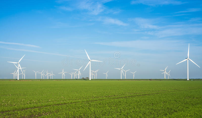 Centrale terrestre de moulin à vent photo stock