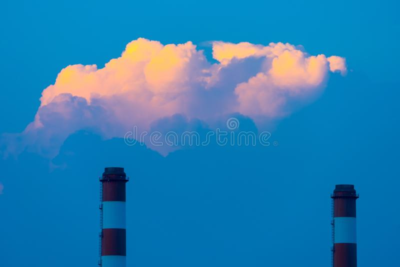 Centrale thermique de Chimney, centrale électrique de Bangpakong photo stock