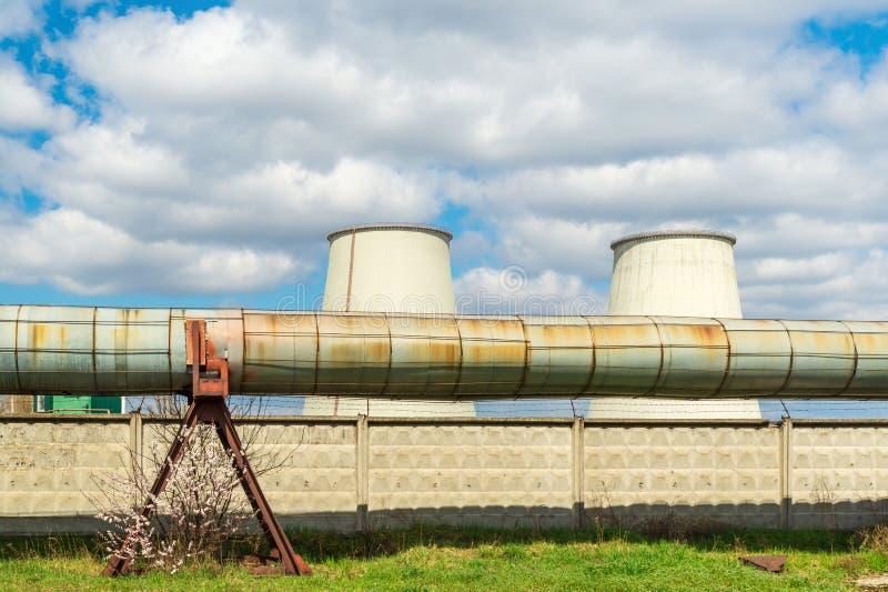 Centrale thermique, paysage industriel avec de grandes chemin?es photographie stock