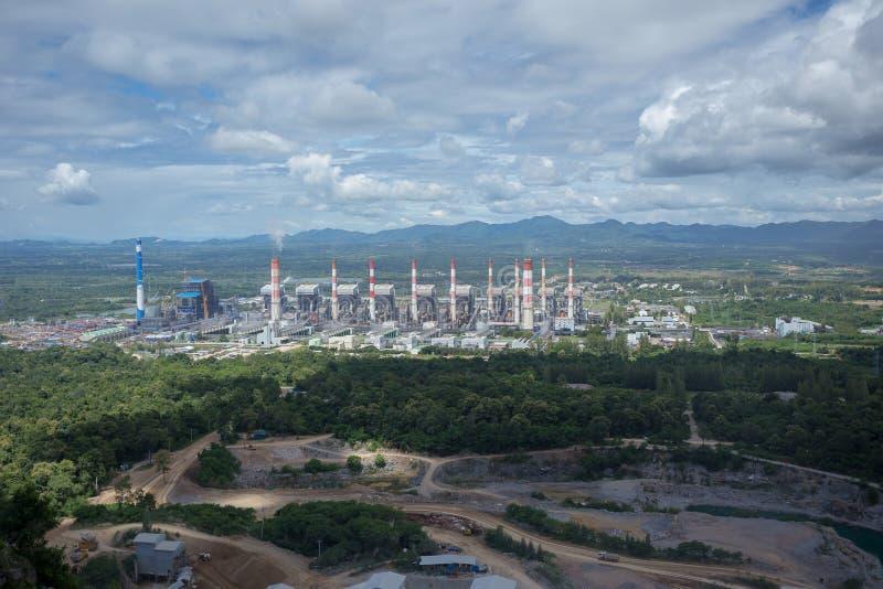 Centrale thermique Usine de centrale à charbon de Mae Moh dans Lampang Thailan photo libre de droits