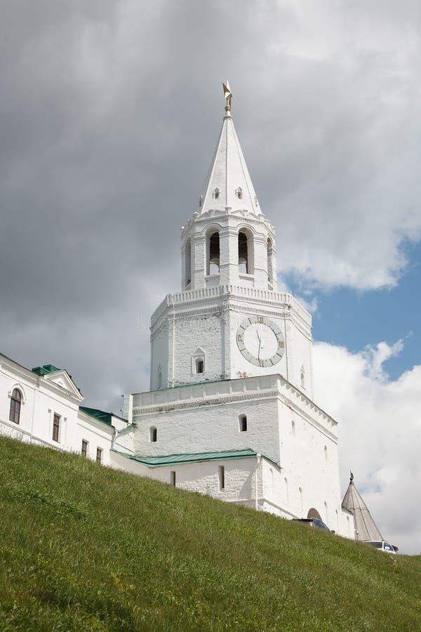 Centrale toren en hoofdingang aan Kazan het Kremlin - Spasskaya stock fotografie