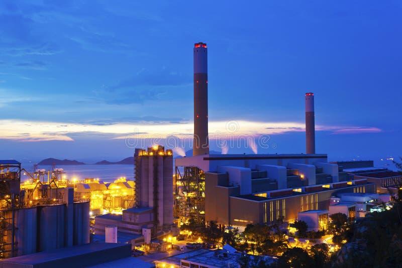 Centrales eléctricas en Hong-Kong en la puesta del sol fotos de archivo libres de regalías