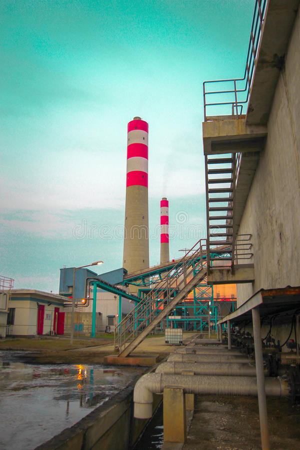 Centrali elettriche del camino immagine stock libera da diritti