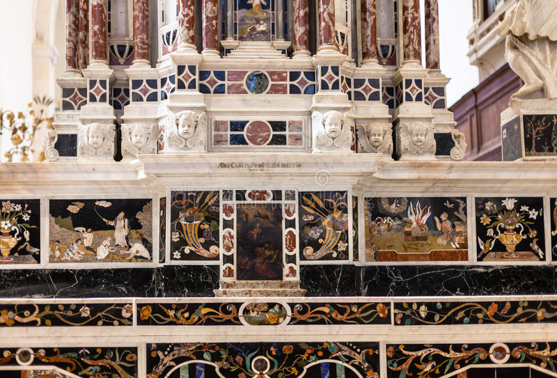 Centralt altare i Chiesa di Santa Corona i Vicenza arkivbild