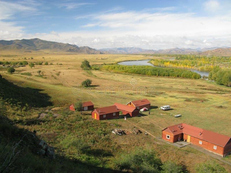 Centralt Mongoliet landskap, Selenge flod royaltyfri fotografi