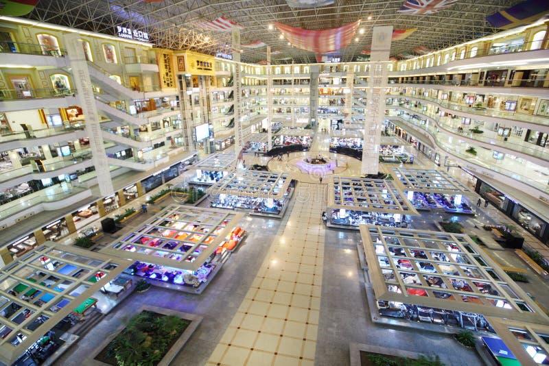 Centre à plusiers étages du commerce de meubles de Louvre images libres de droits