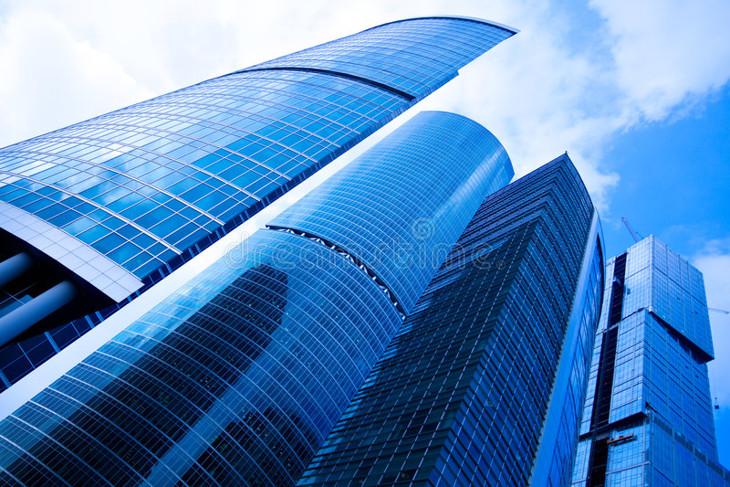 Centre bleu d'affaires de gratte-ciel à Moscou image stock