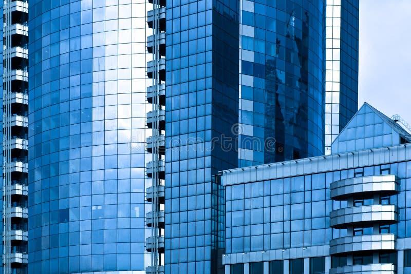 centre Bleu-gris d'affaires de gratte-ciel image libre de droits