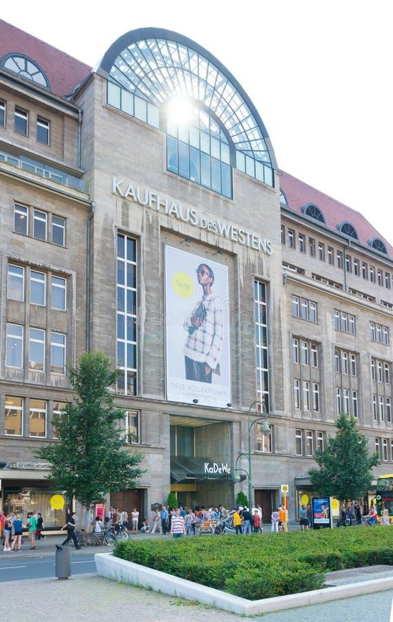 centre commercial berlin photographie ditorial image du ville 45907102. Black Bedroom Furniture Sets. Home Design Ideas