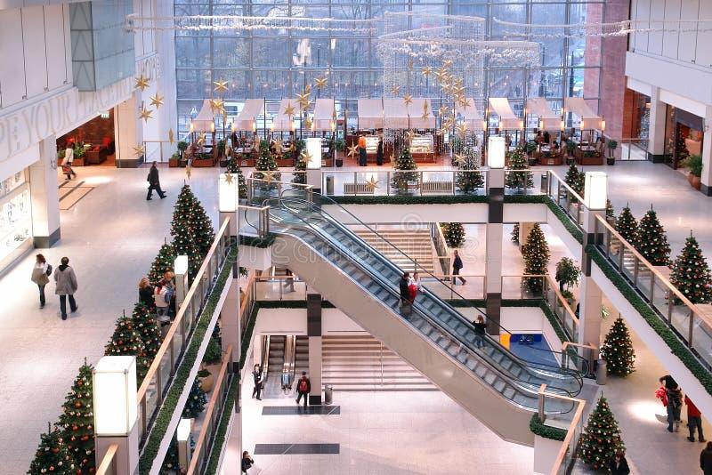Centre commercial au temps de Noël image stock