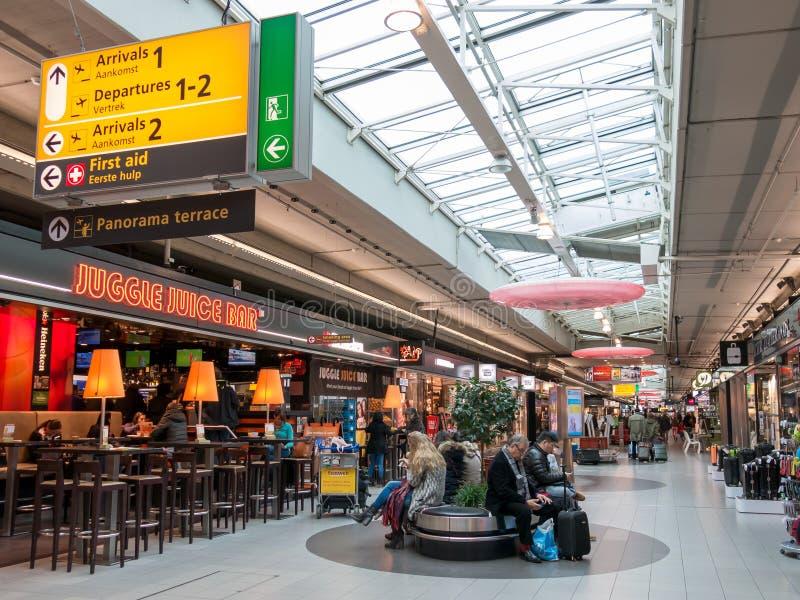 Centre commercial de plaza de Schiphol à l'aéroport Hollande d'Amsterdam photographie stock libre de droits