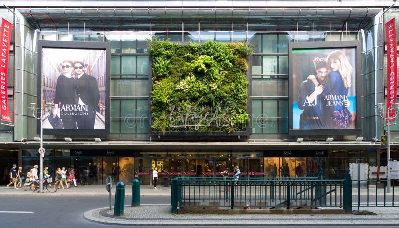 Centre commercial Galeries Lafayette sur Friedrichstrasse image stock
