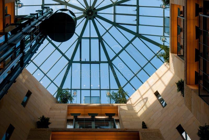 Centre commercial intérieur de plafond Cologne images stock