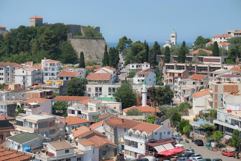 Centre d'Ulcinj avec le minaret, le Belltower et les murs enrichis, Monte image libre de droits