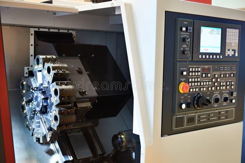 Centre d'usinage avec la commande numérique par ordinateur image stock