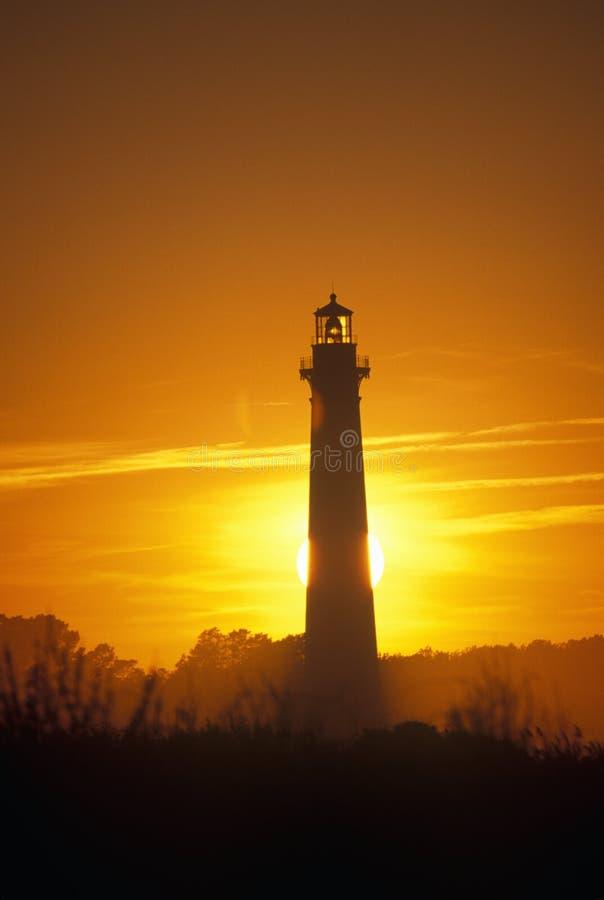 Centre de Bodie Island Lighthouse et de visiteurs sur le bord de la mer national du Cap Hatteras, OR images stock