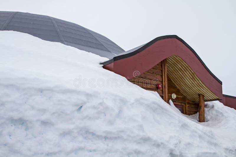 Centre de cercle arctique dans la neige photo stock