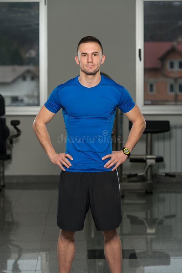 Centre de fitness personnel beau de Wearing Sportswear In d'entraîneur images stock