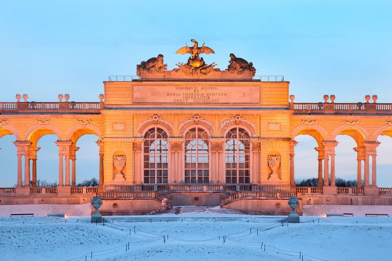 Centre de Glorietta au stationnement de Schonbrunn à l'hiver photos libres de droits