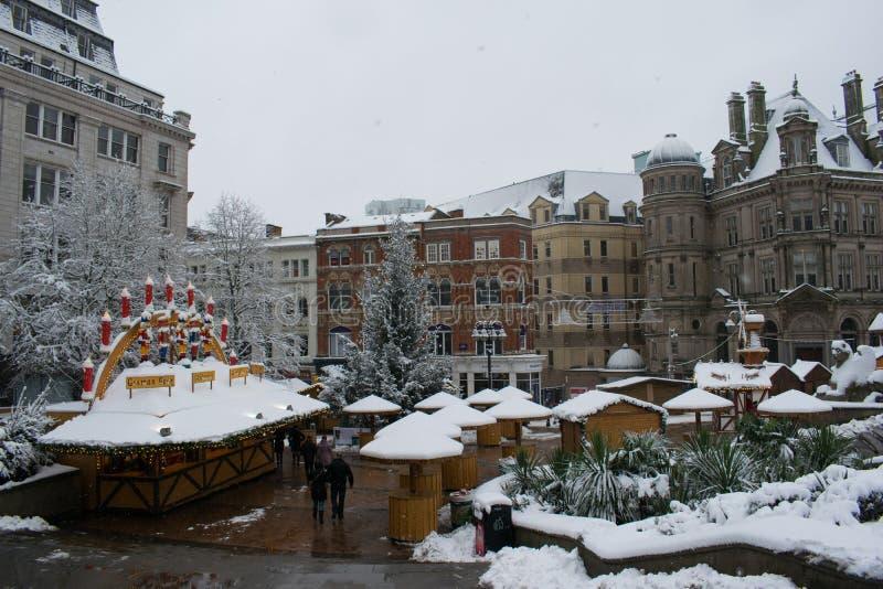 Centre de la ville de Birmingham, place vide de Victoria un jour neigeux photos stock