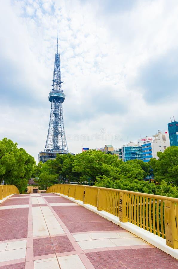 Centre de la ville de passerelle de tour de Nagoya TV photographie stock