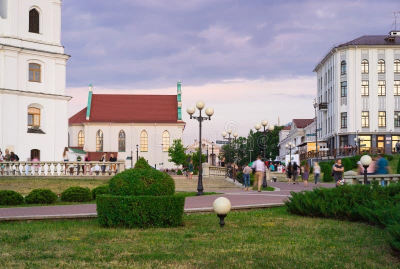 Centre de la ville historique le soir - ensemble architectural de la place de liberté, Minsk, Belarus images libres de droits