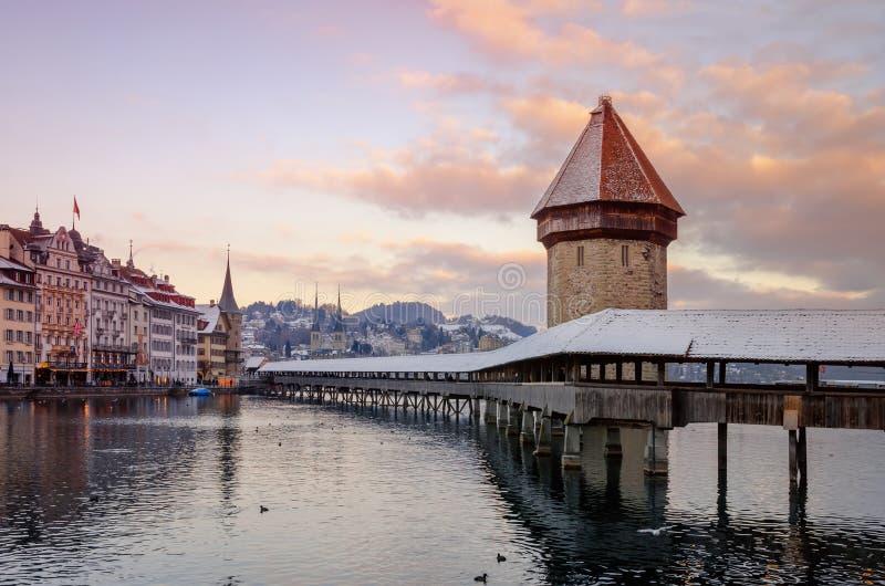 Centre de la ville historique de luzerne photos stock