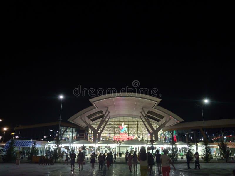 Centre de nuit et de divertissement photos libres de droits