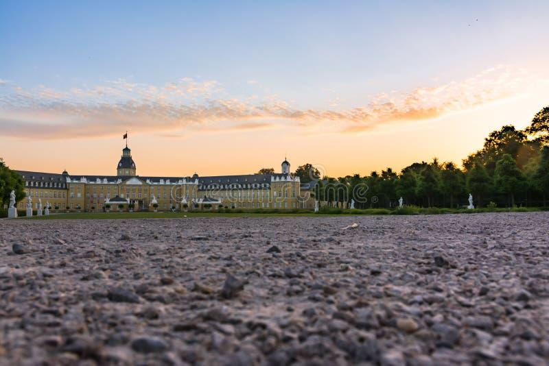 Centre de palais de Karlsruhe d'architecte de Schloss de château de l'Allemagne de ville images libres de droits