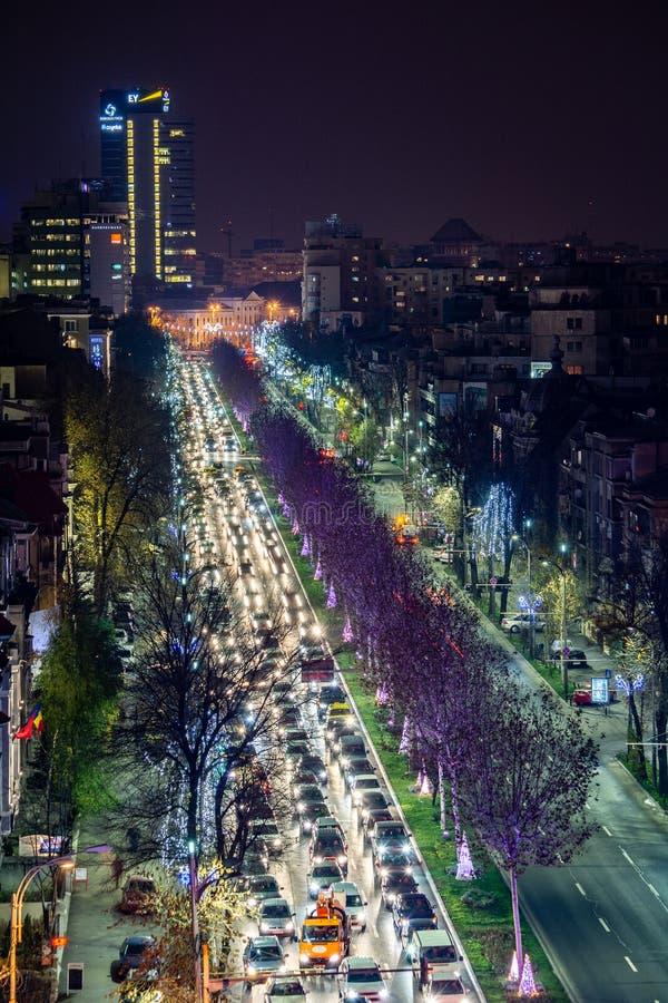 Centre de paysage urbain de nuit de Bucarest dans Bulevardul Lascăr Catargiu images stock