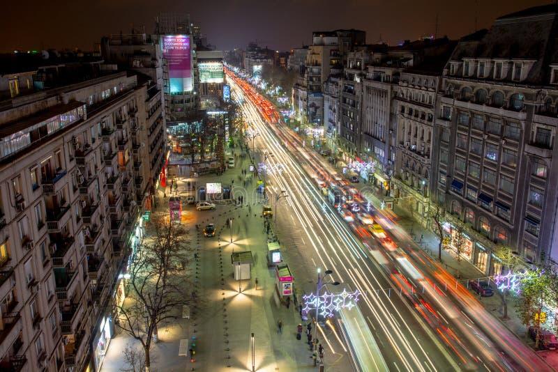 Centre de paysage urbain de nuit de Bucarest dans le boulevard de Magheru photo libre de droits