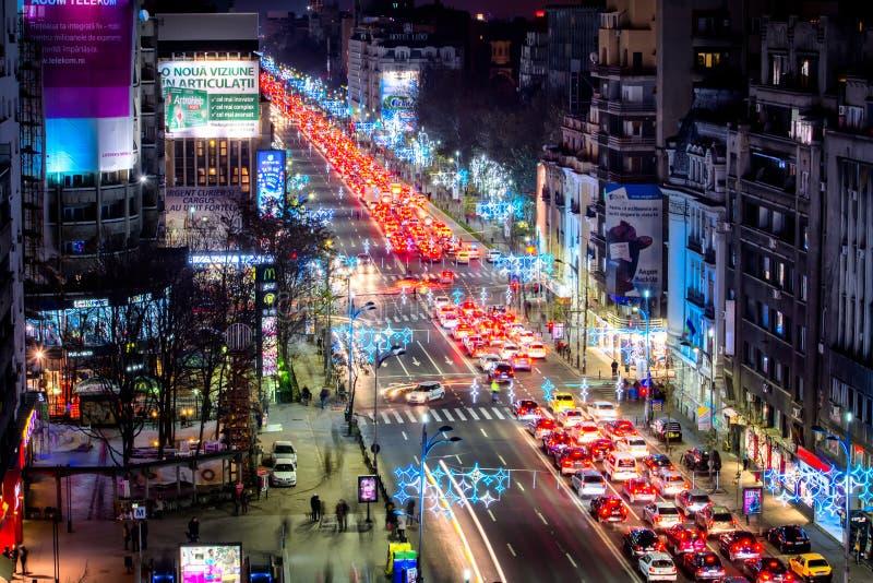 Centre de paysage urbain de nuit de Bucarest dans le temps de Noël photographie stock