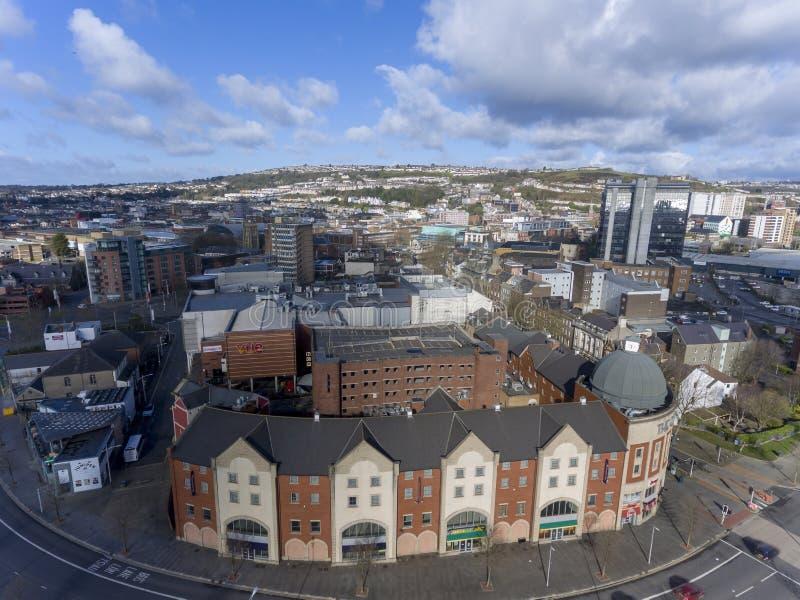 Centre de Swansea et rue de vent photo stock