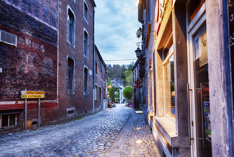 Centre de ville belge Durbuy images stock
