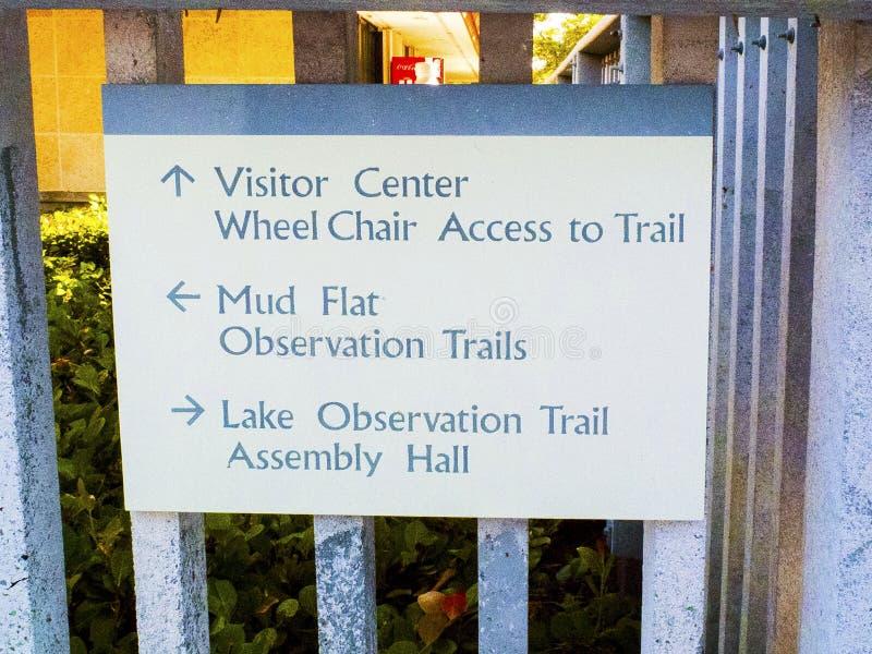 Centre de visiteur de parc, appartements de boue, traînée d'observation, Hall Sign photo libre de droits